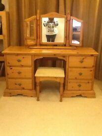 Schreiber Dressing Table, Chair & Mirror