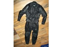 spool 2 piece leather motorcycle jacket and trousers size 8