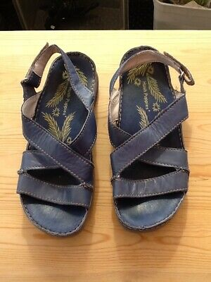 hush puppies leather sandals in blue. Size 3