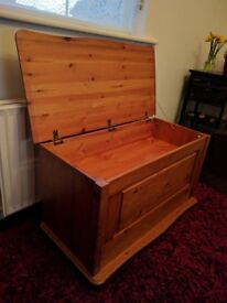 Solid Pine dovetailed ottoman box in great condition