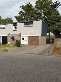 3 Bedroom End-Terrace House with Garage/Driveway