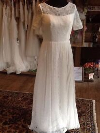 Beautiful ex sample Wedding dress size 10-12
