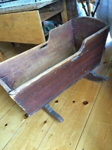 Antique cradle (primitive)