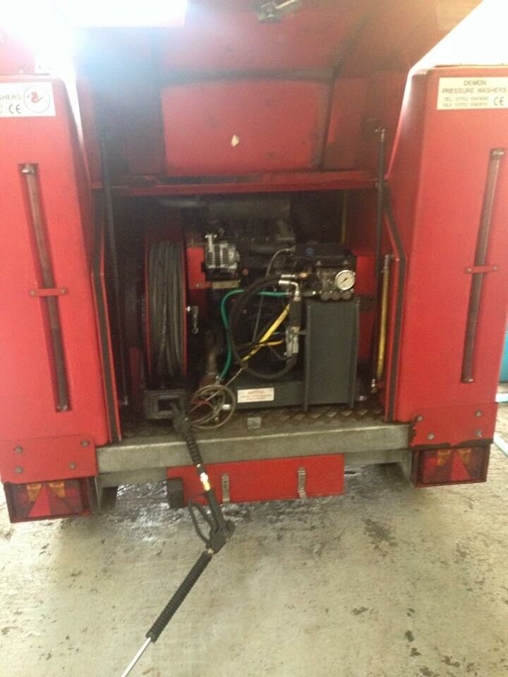 Trailer mounted hot steam pressure washer 3000 psi great condition with 1000 litre baffled tanks
