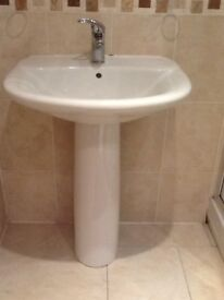 White pedestal basin, with mixer tap. Excellent condition.