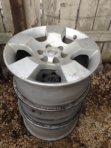 2005-2010 Nissan Pathfinder OEM alloys.