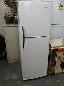 Centrex 270 litre fridge/freezer Meadow Heights Hume Area Preview