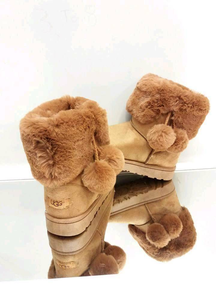 Ladies Ugg Boots Tan Size 6