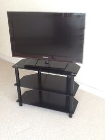 """Samsung 32"""" Television and stand"""