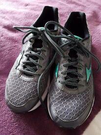 Mizuno running trainers size 7.5