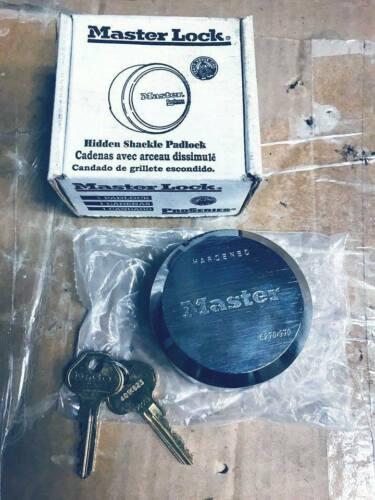 MasterLock hidden shackle pad lock with keys