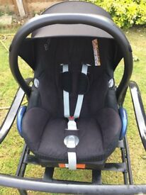 Maxi cosi cabriofix car seat and easyfix base2