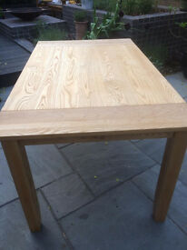 ****SOLID OAK DINING TABLE***