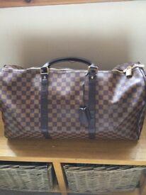 Holdall week-end bag with shoulder strap. good cond