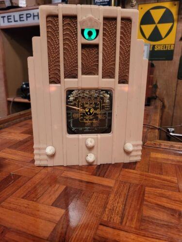"BEAUTIFUL WHITE AIR KING 770 ART DECO "" SKYSCRAPER "" RADIO, EXPORT MODEL !"