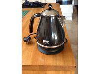 De Longhi Micalite kettle in black