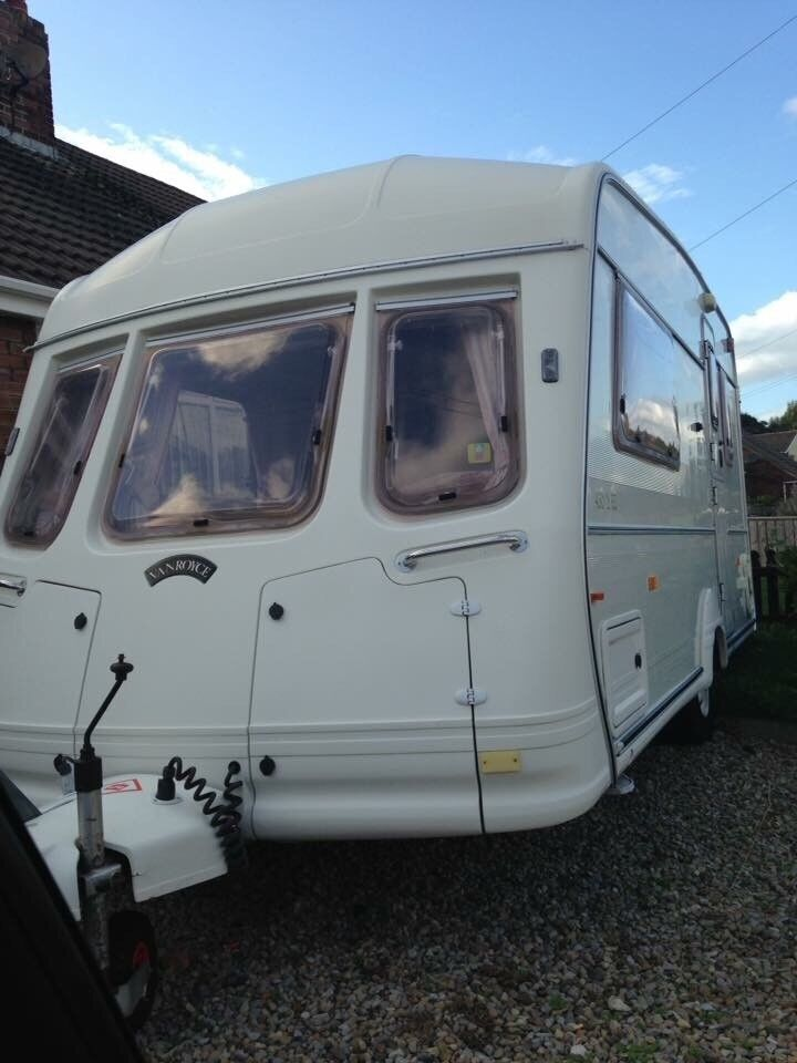 Lovely 2 berth caravan for sale with large awning