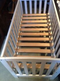 wooden cot, (upcycle project)