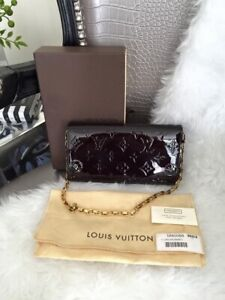 100% authentic Louis Vuitton Sarah chaine wallet