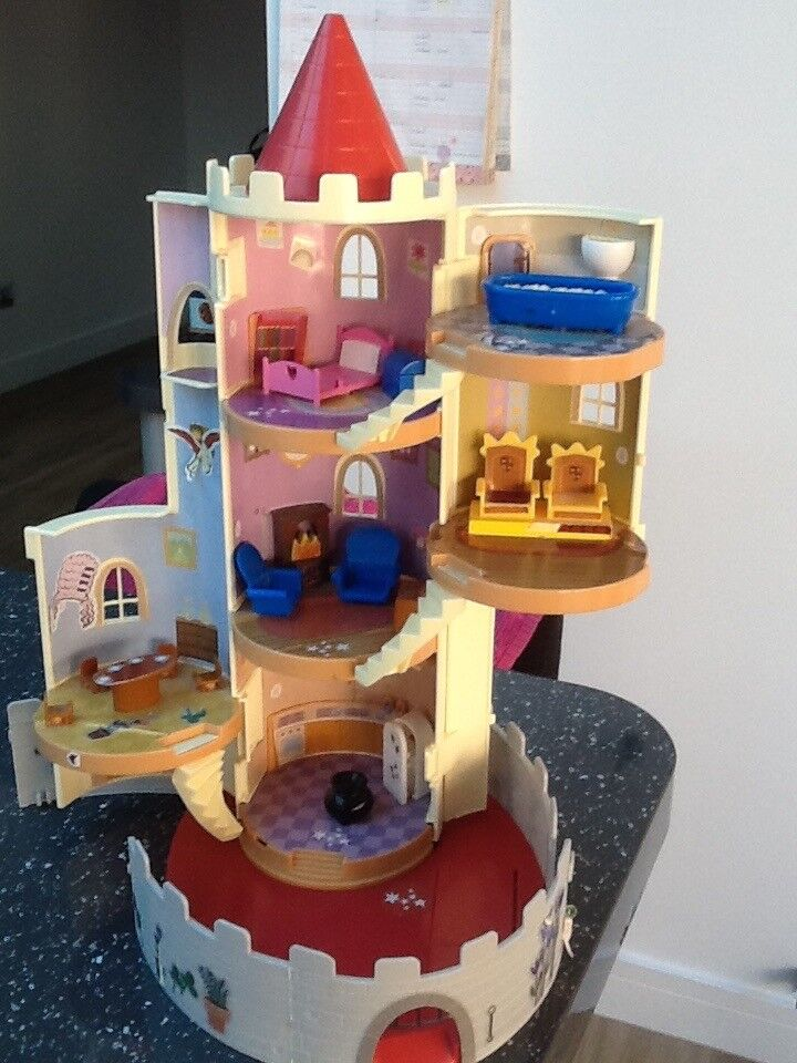 Ben and Holly play castle