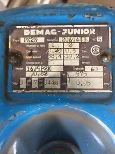 Treuil DEMAG 1/8 tonnes 550 volt 12 pieds chaines