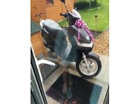 Moped Scooter Peugeot vivacity 3 2011 plate