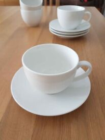 4 Maxwell & Williams cups and saucers