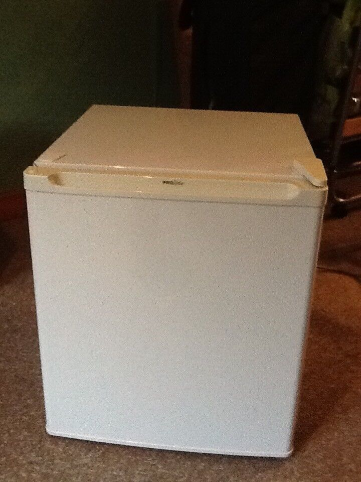 Table top fridge - White in good clean condition, with small freezer compartment