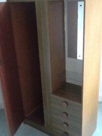 Single freestanding wardrobe