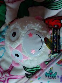 Oodlebrites white unicorn light up childs toy