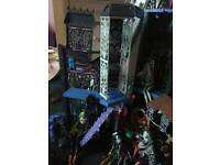 Monster high house and dolls and car
