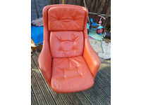 Red leather Swivel Chair in Excellent condition