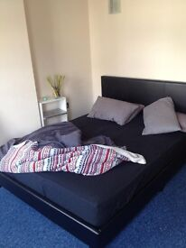 Newly Decorated 3 Double Bedroom Flat