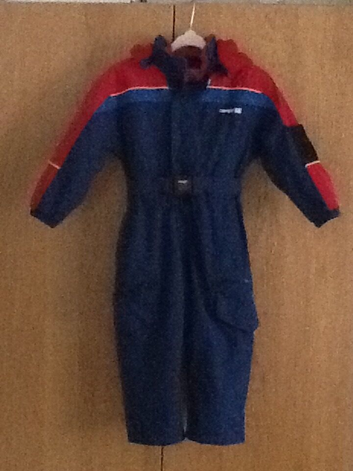Childs Snowsuit 3 4 yearsin Northampton, NorthamptonshireGumtree - I have for sale a snow suit age 3 4 years by Campri. It has a zip on hood, two zip up pockets on the trousers one zip up pocket on the front and a Velcro pocket on the sleeve. Elasticated cuffs on the sleeves and the linings in the legs are also...