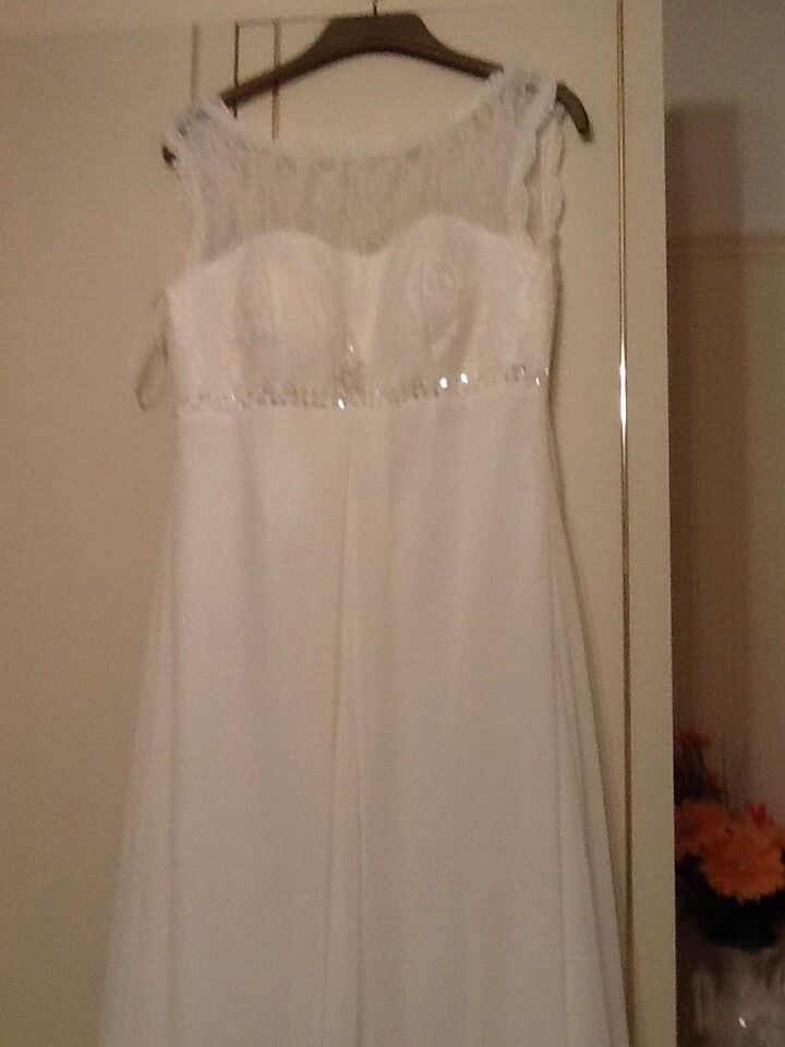Beautiful wedding dress in Ivory with lace diamanté trim to bust