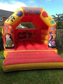 Bouncy castle 12 ft by 15 ft with rain/sun cover £35 for the day