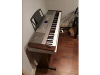 Digital Piano - Yamaha DGX-640 - Like New