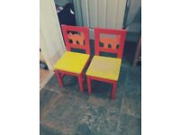 Kids table and 2 chair's