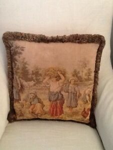 TAPESTRY CUSHION The Vines Swan Area Preview
