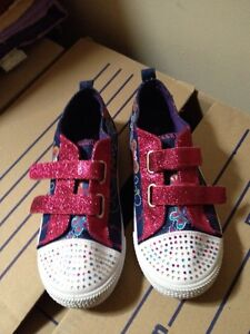 Girls Size 2 Butterfly Sneakers Shoes Warnbro Rockingham Area Preview