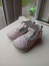 Girls pink leather pex shoes. Size 22.