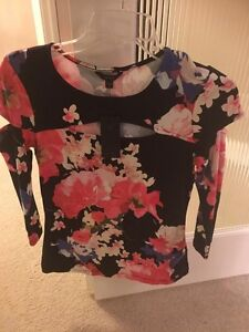 Guess size M brand new with tag on  Edmonton Edmonton Area image 1