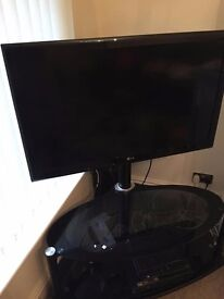 "**LG 42"" TV LCD TELEVISION SCREEN WITH STAND AND DAEWOO HIFI SYSTEM**"