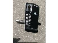 Double Sided Digital Gate Lock With Key Override