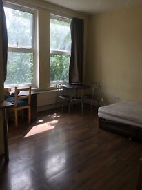 Large Studio Flat - West Kensington £1350per month All Bills Included!!