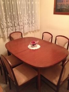 DINING TABLE and 4 x chairs, or SIX ? Carina Heights Brisbane South East Preview