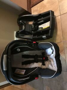 Graco snug click and connect bucket baby car seat and base
