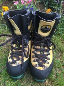 LA SPORTIVA NEPAL WALKING BOOTS SIZE 7 and 1/2 good condition ideal for winter walking
