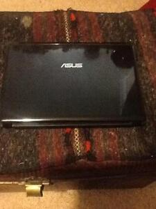 Fantastic barley used immaculate condition ASUS laptop Box Hill Whitehorse Area Preview