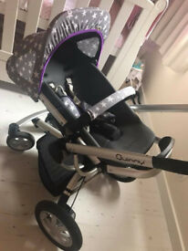 Quinny Buzz - Travel System. Includes Carry Cot, Rain Covers and Car Seat Adaptors